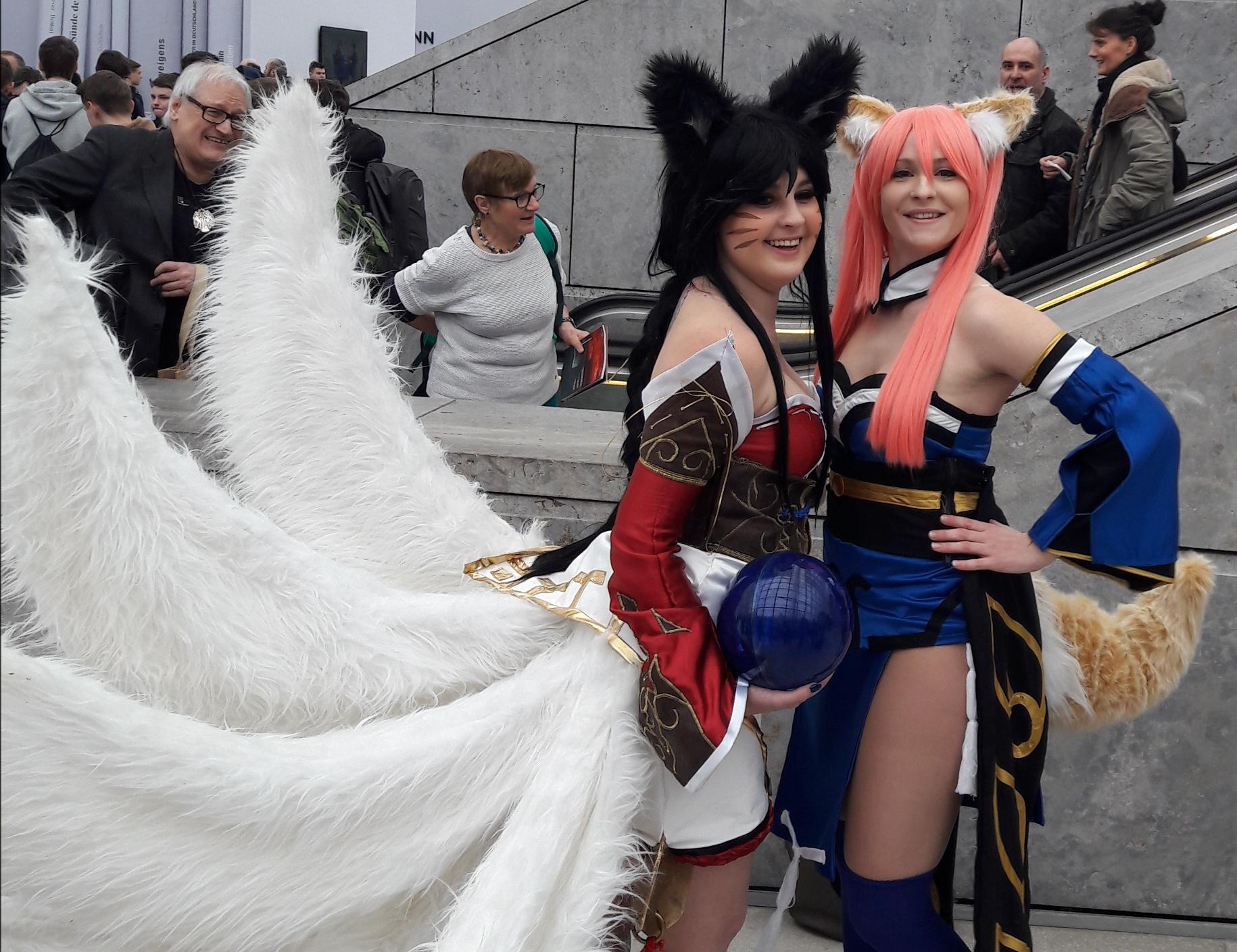 Spätestens ab dem 2. Tag übernehmen die Cosplayer - als Mangafiguren verkleidete Jugendliche - die Buchmesse